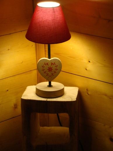 Une table de nuit fabriquée avec amour !