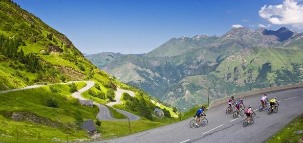 montée-vélos-luz-ardiden-pyrenees